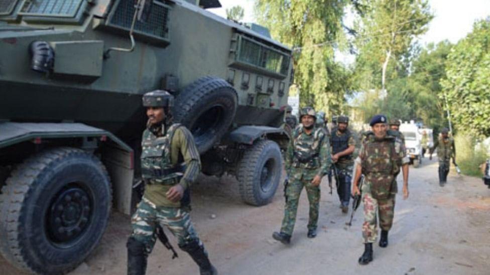 जम्मू-कश्मीर के अनंतनाग में सुरक्षा बलों से मुठभेड़ में 6 आतंकवादी मारे गए