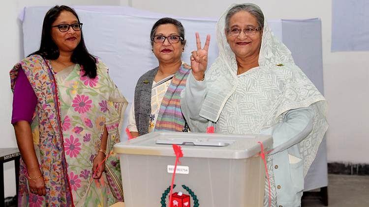 बांग्लादेश चुनाव: मतदान के बीच हिंसा में 10 की मौत, शेख हसीना ने चुनाव में जीत का जताया भरोसा