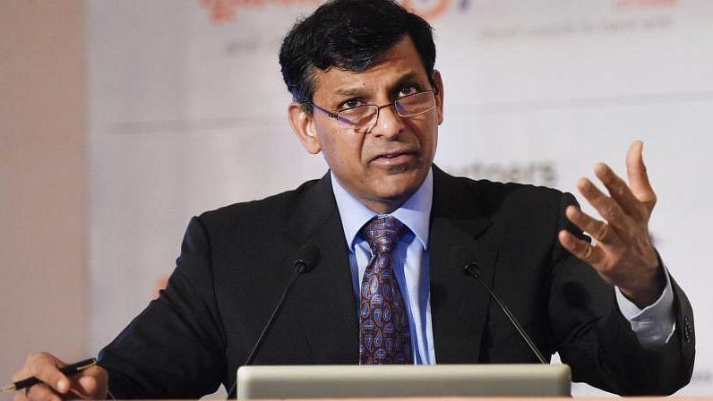 नोटबंदी के चलते पटरी से उतर गई देश की अर्थव्यवस्था, जीएसटी ने भी किया नुकसानः रघुराम राजन