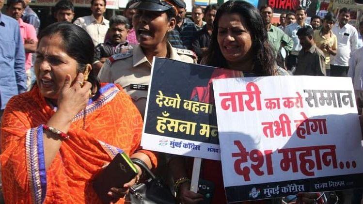 साल भर नेताओं के बिगड़े बोल, पीएम मोदी समेत कई बीजेपी नेताओं के  निशाने पर रहीं महिलाएं