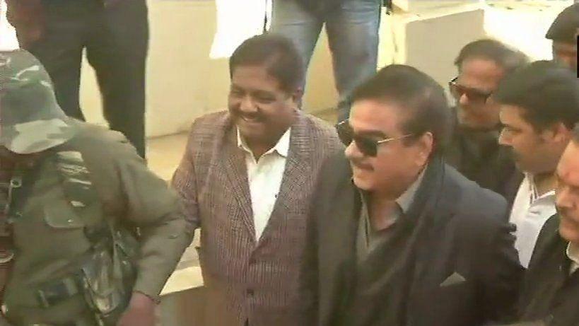 एनडीए में भगदड़ के बीच बीजेपी  नेता शत्रुघ्न सिन्हा लालू यादव से मिले, क्या जल्द ही पार्टी छोड़ेंगे शॉटगन?