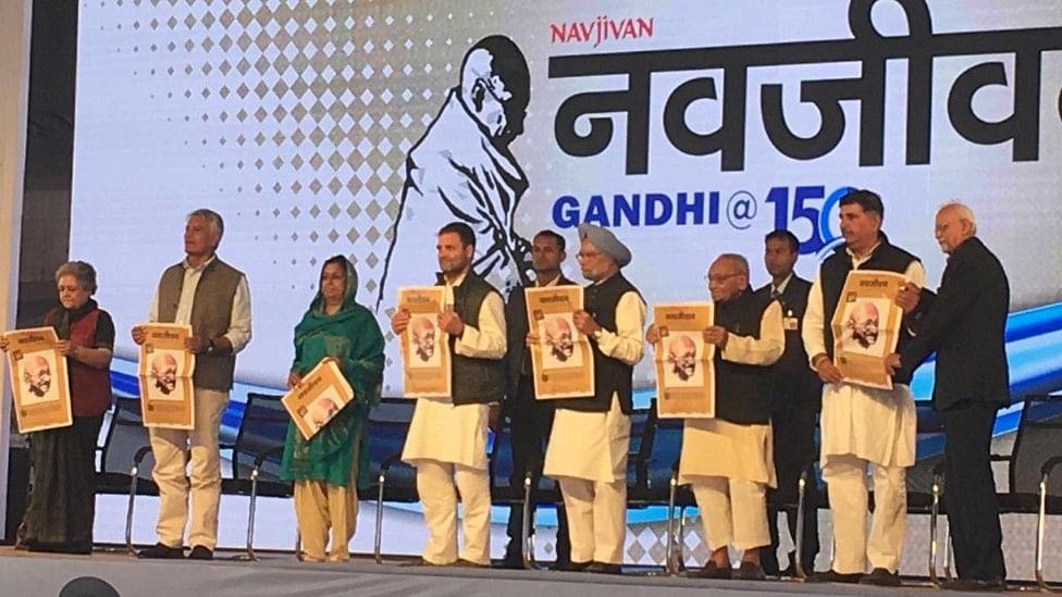 'संडे नवजीवन' के महात्मा गांधी विशेषांक का विमोचन, मीडिया को सरकार के दबाव से मुक्त कराने का आह्वान