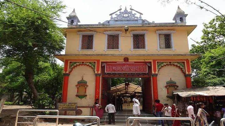 वीडियो: पीएम मोदी के संसदीय क्षेत्र वाराणसी में संकट मोचन मंदिर को उड़ाने की धमकी, मचा हड़कंप