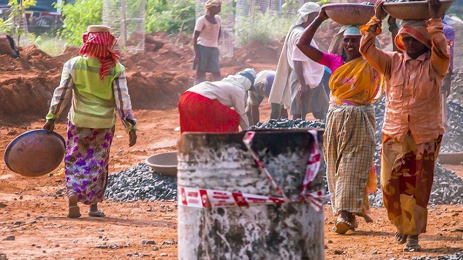 मोदी सरकार में एक साल में खत्म हो गईं 1 करोड़ से ज्यादा नौकरियां, राहुल ने कहा-अंबानी को चोरी करा रहे थे मोदी