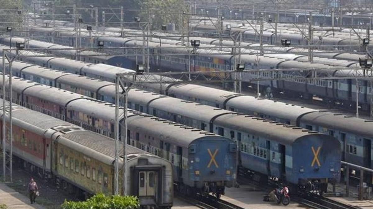 बड़ी तैयारी में मोदी सरकार! निजी क्षेत्र के हाथों में सौंप सकती है रेल परिचालन