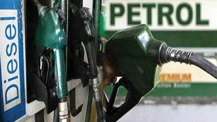 आपको पता भी नहीं चला और चुपके से 1 रुपया प्रति लीटर बढ़ा दिया गया पेट्रोल-डीज़ल का दाम