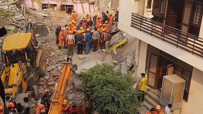 वीडियो: गुरुग्राम में 4 मंजिला इमारत गिरी, अब तक 6 लोगों की हुई मौत, कई लोग मलबे में दबे