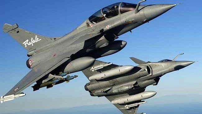 फ्रांस ने ढाई गुना सस्ते  में खरीदा राफेल विमान, भारत को मिलने वाले विमान से क्षमता और हथियारों में भी बेहतर