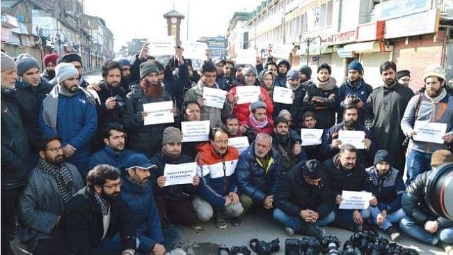 श्रीनगर में पत्रकारों पर पाबंदी से गुस्से में एडिटर्स गिल्ड,  बताया प्रेस की आजादी पर हमला