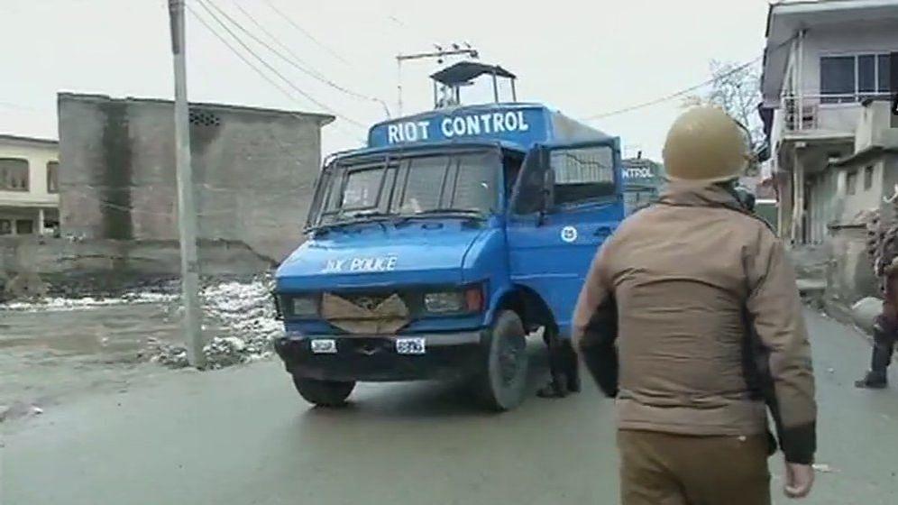 जम्मू-कश्मीर: गणतंत्र दिवस पर घाटी में  हमले, मुठभेड़ में 2 आतंकी ढेर, 5 जवान घायल