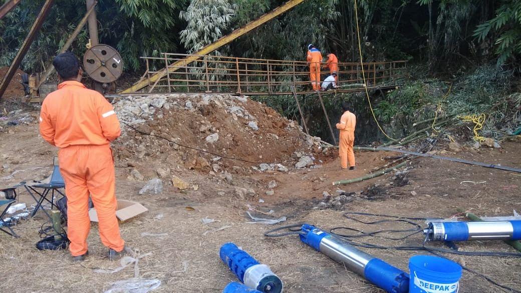 मेघालय: करीब एक महीने बाद कोयला खदान से निकाला गया पहला शव, 14 मजूदरों की तलाश जारी