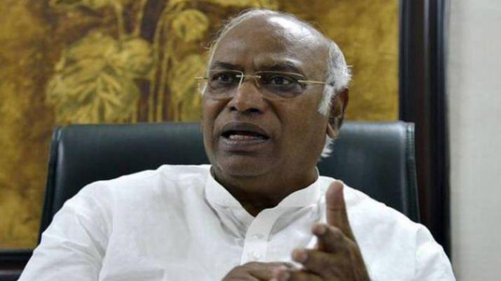 कांग्रेस का बीजेपी और आरएसएस पर हमला, खड़गे बोले- मोदी सरकार की वजह से कर्नाटक में 'ऑपरेशन कमल' जारी