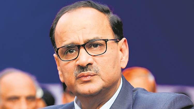 सीबीआई से हटाए जाने के खिलाफ आलोक वर्मा ने दिया नौकरी से इस्तीफा, कांग्रेस ने मोदी सरकार की नीयत पर उठाए सवाल