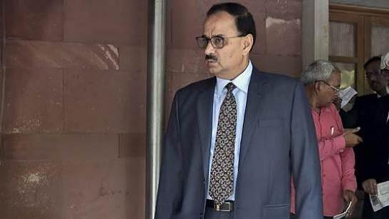 पीएम मोदी की अगुवाई वाली सेलेक्ट कमेटी ने आलोक वर्मा को सीबीआई से हटाया, अब आग बुझाने का जिम्मा