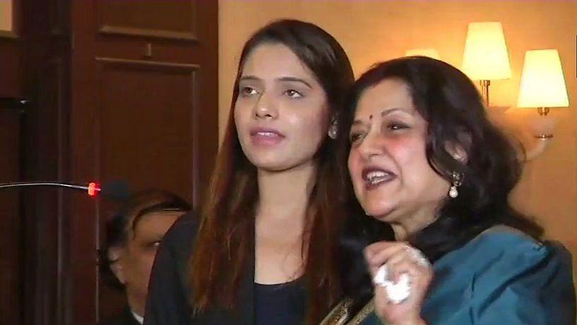 बीजेपी नेता मौसमी चटर्जी ने जींस पहनी महिला एंकर पर की टिप्पणी, बोलीं- सलवार, कुर्ता या साड़ी पहनिए