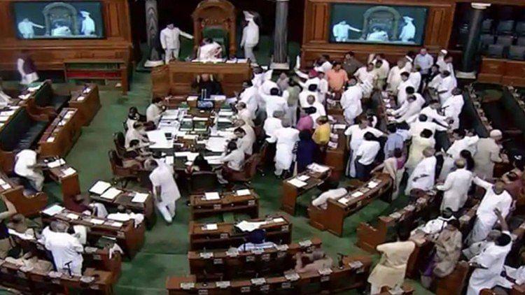 राफेल डील पर नये खुलासे के बाद संसद में  सीएजी रिपोर्ट पेश, कांग्रेस ने किया हंगामा, कहा- जेपीसी जांच हो
