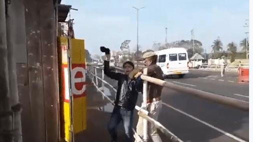 वीडियो: पीएम मोदी को असम में फिर दिखाए गए काले झंडे,  नागरिकता विधेयक के खिलाफ हो रहा है प्रदर्शन