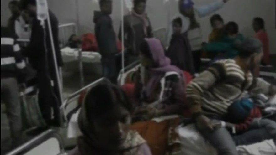 झारखंड: लोहरदगा में प्रसाद खाने के बाद 40 बच्चों की हालत बिगड़ी, खून की उल्टी आने पर कराया अस्पताल में भर्ती