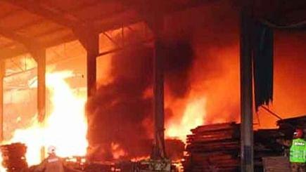 उत्तर प्रदेश: बांदा के पटाखा फैक्ट्री में भीषण विस्फोट में अभी तक 4 लोगों की मौत, कई लोग मलबे में दबे