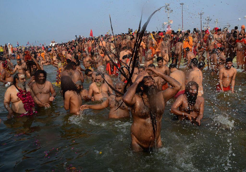 कुंभ: वसंत पंचमी का आखिरी शाही स्नान आज, नागा साधुओं के हथियार प्रदर्शन पर जूना अखाड़े ने लगाई रोक