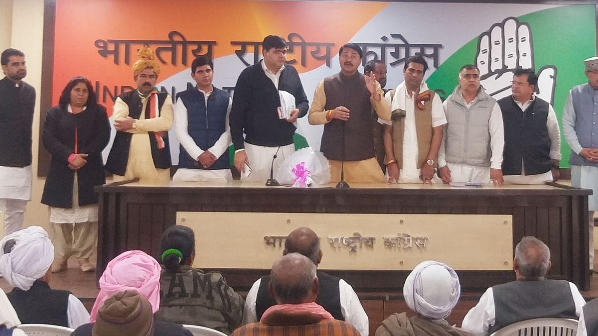 मोदी सरकार की मदद को किसानों ने बताया अपमान, विरोध में प्रधानमंत्री को भेजे 17-17 रुपये के चेक