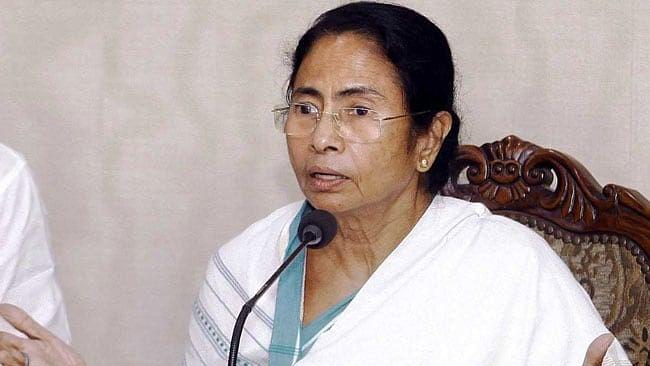 ममता बनर्जी ने मोदी से कहा- एयर स्ट्राइक की जानकारी विपक्ष को दें पीएम और बताएं कितने आतंकी मारे?