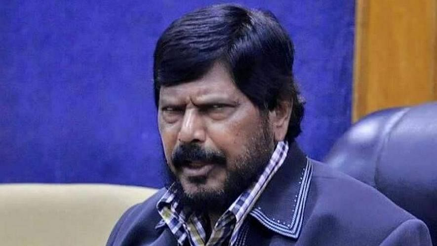 बीजेपी-शिवसेना गठबंधन में एक भी सीट न मिलने से अठावले नाराज, बोले- महाराष्ट्र में भुगतना होगा अंजाम