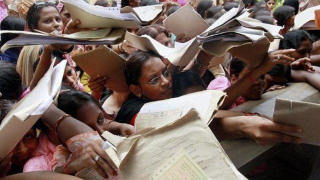 रोजगार के आंकड़ों पर घिरी मोदी सरकार, देश बोला- 'मैं भी बेरोजगार'