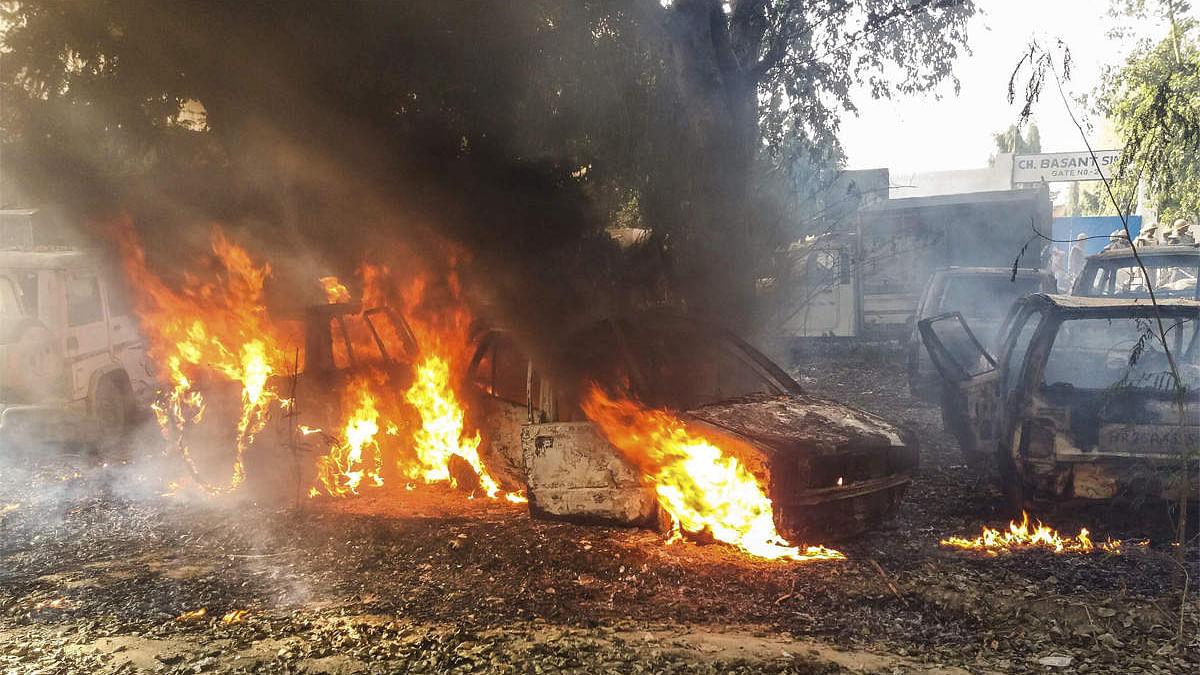बुलंदशहर हिंसा: आरोपियों के खिलाफ अब नहीं चलेगा देशद्रोह का केस, हटाई गईं धाराएं