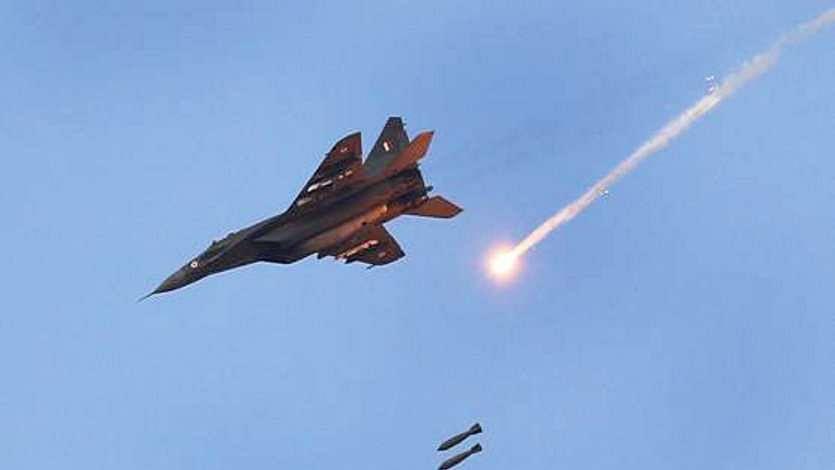 पाकिस्तान में बालाकोट एयर स्ट्राइक करने वालों पायलटों के खिलाफ एफआईआर दर्ज, वजह हैरान करने वाला है!