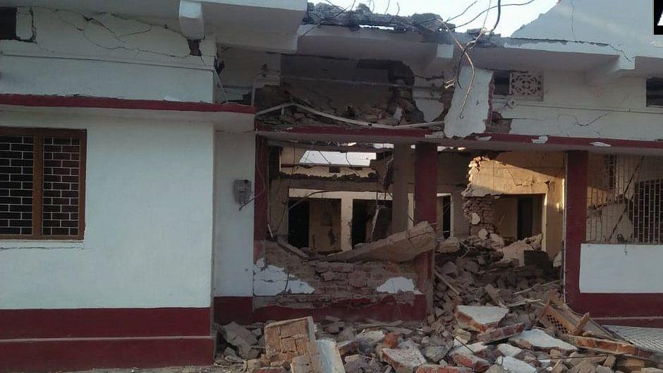 बिहार: गया में बीजेपी नेता के घर को 50 नक्सलियों ने डायनामाइट लगाकर उड़ाया, चुनाव बहिष्कार करने की मांग