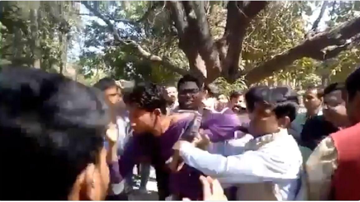 टीवी शो में मोदी सरकार के खिलाफ बोलने पर मुस्लिम युवक को बीजेपी कार्यकर्ताओं ने जमकर पीटा, बताया आतंकवादी