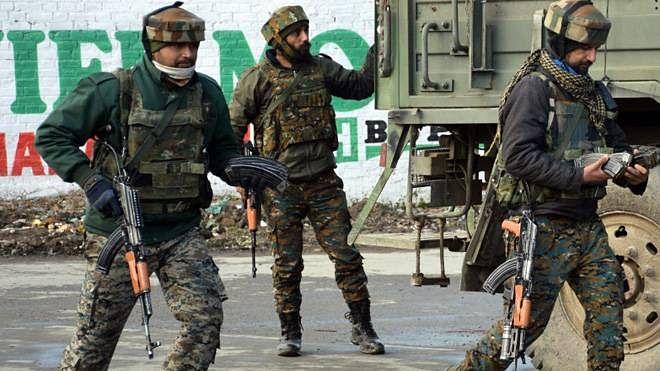 जम्मू-कश्मीर: कुपवाड़ा में मुठभेड़ में 4 जवान शहीद, 2 आतंकी मारे गए, पाकिस्तान ने किया सीजफायर का उल्लंघन