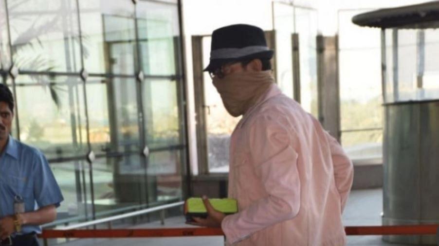 इलाज के बाद देश लौटे इरफान खान, एयरपोर्ट से चेहरा छुपाकर निकले