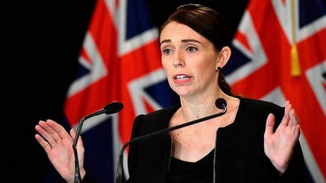 न्यूजीलैंड: क्राइस्टचर्च की मस्जिदों में हमले के बाद सरकार का फैसला, सेमी-ऑटोमेटिक हथियारों पर लगाया प्रतिबंध