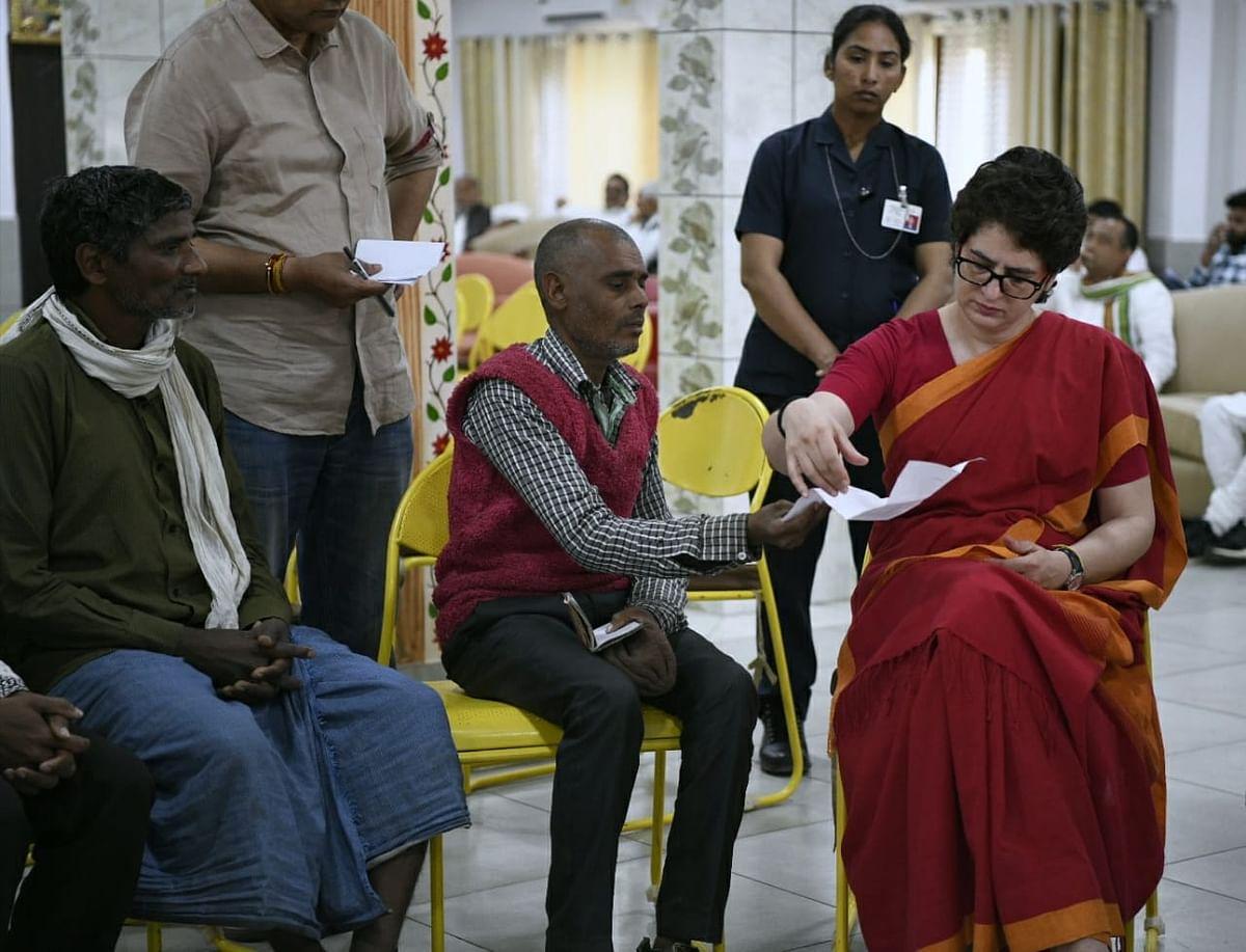 तस्वीरें: जब कांग्रेस की पूर्वी उत्तर प्रदेश की प्रभारी महासचिव प्रियंका गांधी से मिलने उमड़ पड़ा जनसमूह