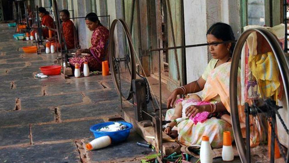 महिला दिवस विशेषः समाज में स्त्रियों की अदृश्य भूमिका