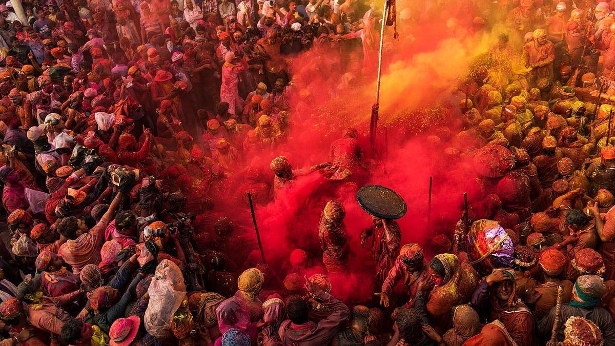 देश भर में रंगों के त्योहार होली की धूम, पीएम मोदी, राष्ट्रपति कोविंद और राहुल गांधी ने दी होली की शुभकामनाएं
