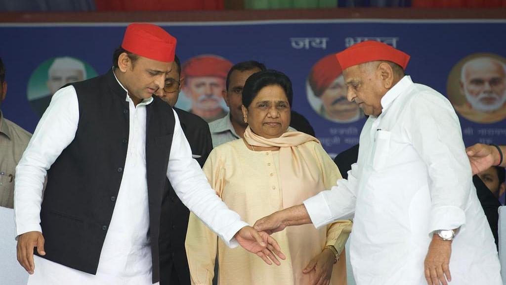24 साल बाद साथ आए माया और मुलायम, मैनपुरी में नेताजी ने कहा शुक्रिया तो बहनजी ने बताया पिछड़ों का सबसे बड़ा नेता