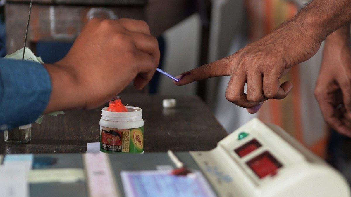 पहले चरण में बिहार के 4 लोकसभा सीटों पर मतदान, 44 उम्मीदवारों के भाग्य का फैसला करेंगे 70 लाख मतदाता