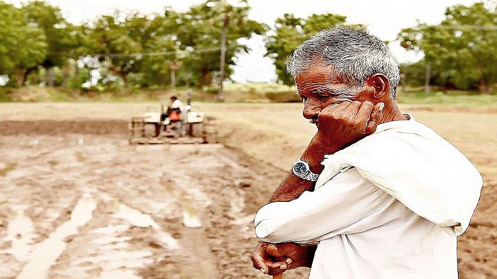 अन्नदाता के साथ मोदी सरकार का अन्याय: आय दोगुनी  होना तो दूर, लागत निकालना भी मुश्किल