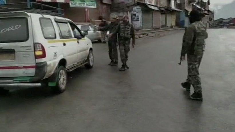 जम्मू-कश्मीर: अनंतनाग में सुरक्षा बलों से मुठभेड़ में मारे गए दो आतंकी, मौके से हथियार और गोला-बारूद बरामद