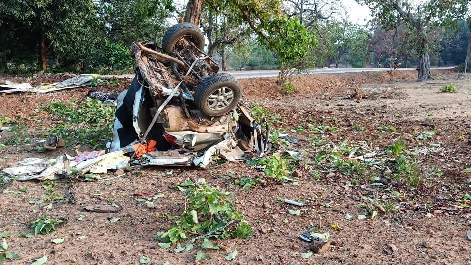 छत्तीसगढ़ः दंतेवाड़ा में बीजेपी विधायक के काफिले पर नक्सली हमला, विधायक समेत पांच की मौत