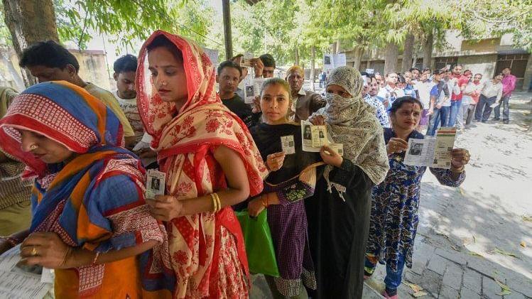 हिंसा और ईवीएम की दिक्कतों के साथ पूरा हुआ दूसरे चरण का मतदान, जानिए कहां पड़े कितने प्रतिशत वोट