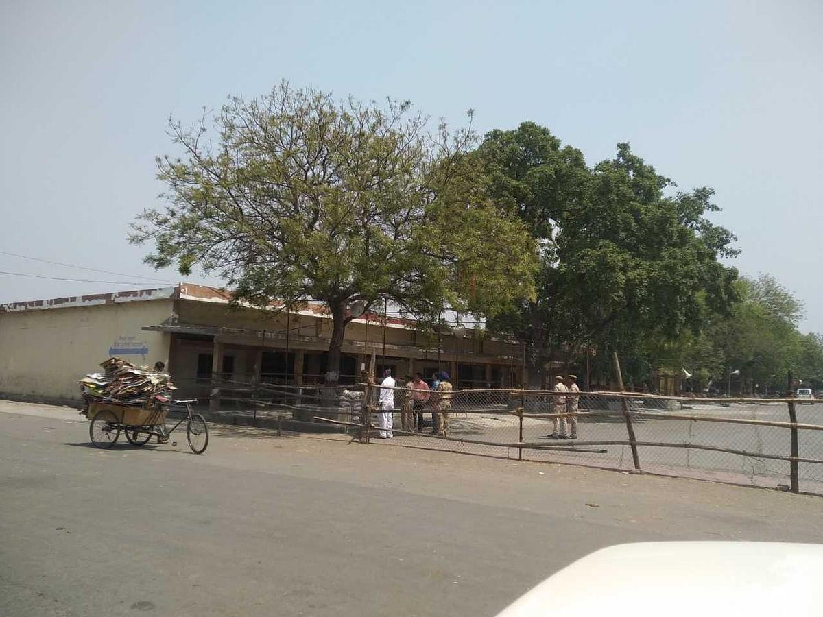 मुजफ्फरनगरः चुनाव के बाद ईवीएम की सुरक्षा बनी चुनौती, लाठी-डंडे के साथ पहरेदारी कर रहा विपक्ष