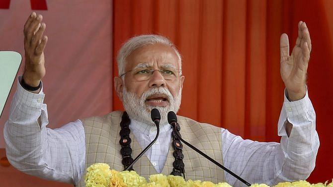 आखिर खुद ही क्यों दोहरा रहे हैं प्रधानमंत्री, 'मोदी जीत गया है, इस बात को सच मत मानना...'