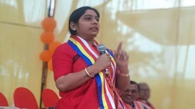 यूपीः योगी के मंत्री की बेटी और बीजेपी प्रत्याशी का चुनाव आयोग को ठेंगा, कहा- मौका मिले तो दूसरे का वोट भी डाल देना