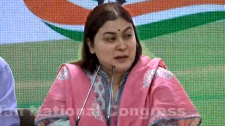 काशी में मोदी के रोड शो पर कांग्रेस का वार, कहा-स्वघोषित सपूत ने मां गंगा से किया विश्वासघात