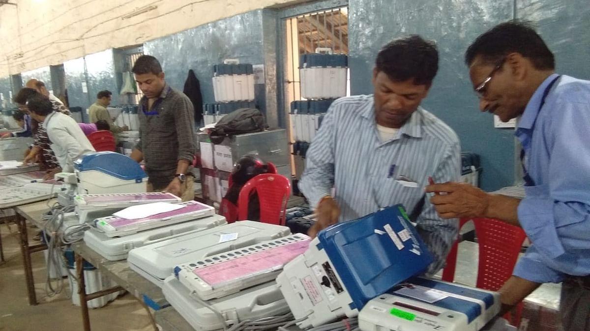 बढ़ता जा रहा है ईवीएम पर शक, अब झारखंड में भी मिला ईवीएम के खाली बक्सों से भरा ट्रक