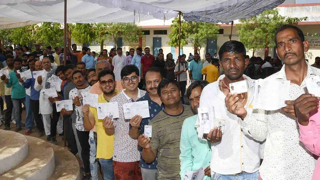 लोकसभा 7वां चरण मतदान LIVE: चुनाव आयोग का ऐलान, मतदान के दौरान मरने वाले अधिकारियों के परिजनों 15 लाख रुपए देगी